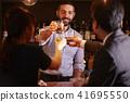 酒吧里的外国工人 41695550