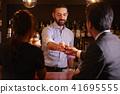 酒吧里的外国工人 41695555