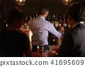 酒吧里的外国工人 41695609