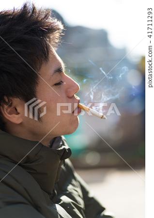 남자 일본인 흡연자 41711293
