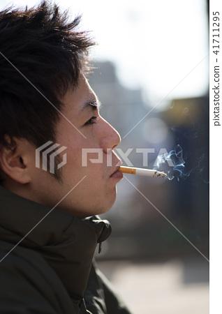 남자 일본인 흡연자 41711295