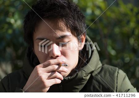 남자 일본인 흡연자 41711296