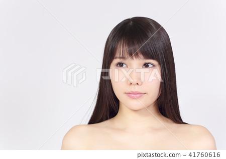 一個年輕成年女性 女生 女孩 41760616
