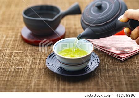 Break with tea 41766896