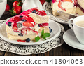 Cheesecake with strawberries, blueberry and jelly 41804063