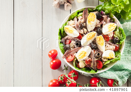Nicoise Salad with tuna, anchovy and eggs 41897901