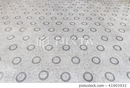 Concrete road with anti-slip 41903932