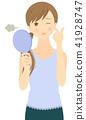 關心皺紋的女性看著手鏡 41928747