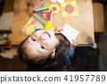 女孩玩摺紙 41957789