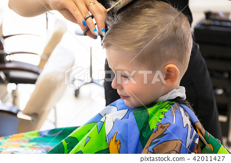 Haircut of three years old boy 42011427