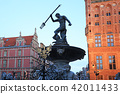 Fountain of the Neptune in old town of Gdansk 42011433