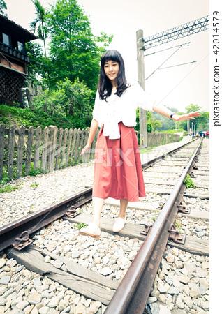 亞洲台灣苗栗三義勝興車站鐵軌鐵道台鐵鐵路美女女人肖像人像 42014579