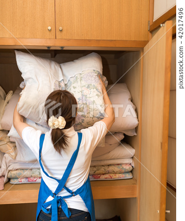 Housekeeping act 42017496