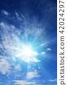 ท้องฟ้าเป็นสีฟ้า,แสงอาทิตย์,ท้องฟ้า 42024297