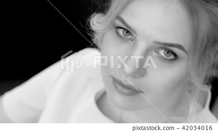 Black and white photo of young girl look at camera, top view 42034016