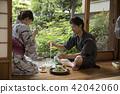 浴衣的男人和女人在邊緣吃somen 42042060