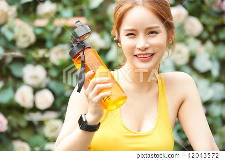 여성 스포츠 달리기 42043572