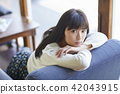 A woman relaxing at a cafe 42043915