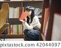 在书店的女性画象 42044097