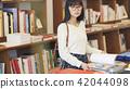 แนวหญิงในร้านหนังสือ 42044098