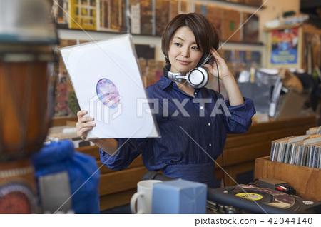 female, lady, woman 42044140