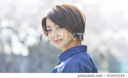 女性肖像 42044283