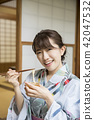 吃yukata的一名婦女somen 42047532