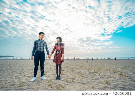 亞洲台灣台南觀夕平台沙灘情侶情人戀人戀愛夫妻人像肖像 42050081