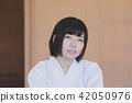 人物 成熟的女人 一個年輕成年女性 42050976