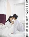 커플,신혼부부,부부,라이프스타일,일상,휴식,기상,키스 42058849