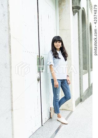 亞洲台灣台南神學院旅遊景點觀光學校校園大學生走廊噴泉噴水池女生女性女人肖像人像 42074879