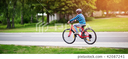 child on a bicycle 42087241