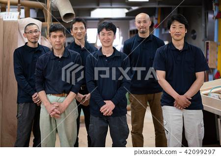공장 직공 채용 인력 직원 어른 단체 사진 42099297