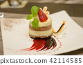 chocolate mousse with strawberry compote 42114585