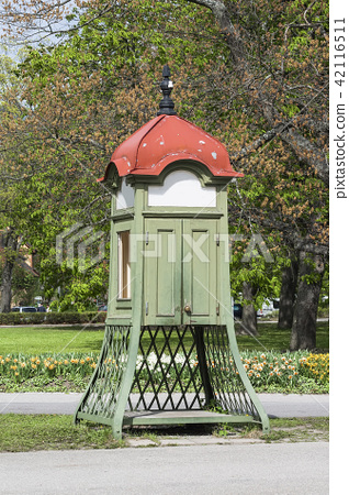 Vintage telephone booth 42116511