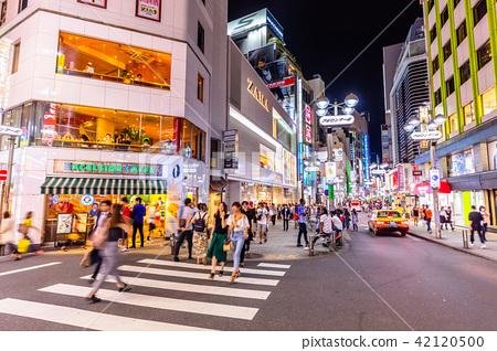 도쿄 시부야 밤의 센터 거리 (이노 카즈 라 거리) 42120500