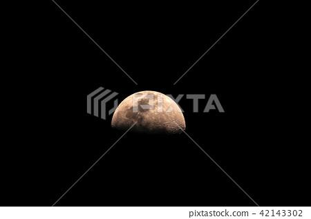Half moon 42143302