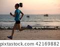 Running, run, woman 42169882