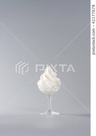 軟冰淇淋軟冰淇淋 42177678