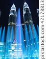 트윈 타워를 배경으로 분수 쇼 야경 42178813