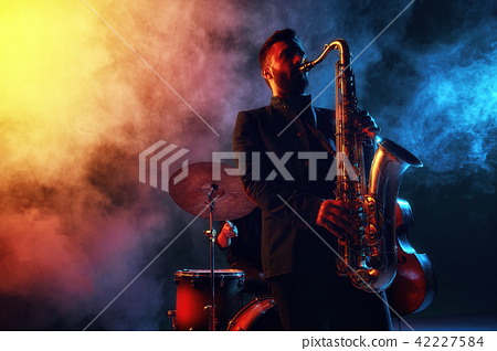 Jazz band performs at the club 42227584
