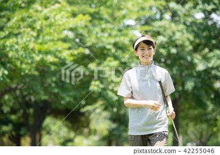 中間女性高爾夫球運動圖像 42255046