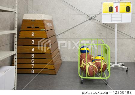 체육 창고 체육 창고 학교 동아리 농구 공 배구 뜀틀 42259498