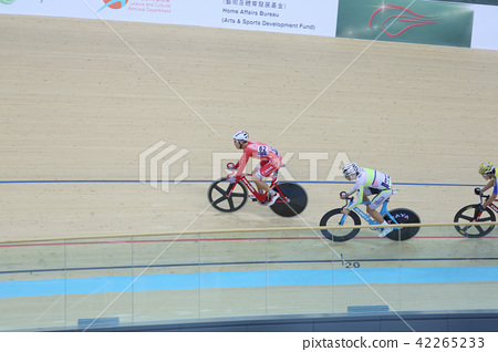 Indoor track cycling 42265233