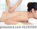 에스테틱 살롱에서 시술을받는 여성 42292560