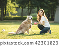 젊은여자, 개, 강아지, 애완동물, 골든 리트리버 42301823