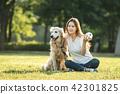 젊은여자, 개, 강아지, 애완동물, 골든 리트리버 42301825