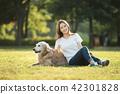 젊은여자, 개, 강아지, 애완동물, 골든 리트리버 42301828