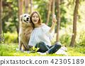 젊은여자, 개, 강아지, 애완동물, 골든 리트리버 42305189