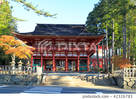 Koyasan altar Gaya Middle Gate 42326783